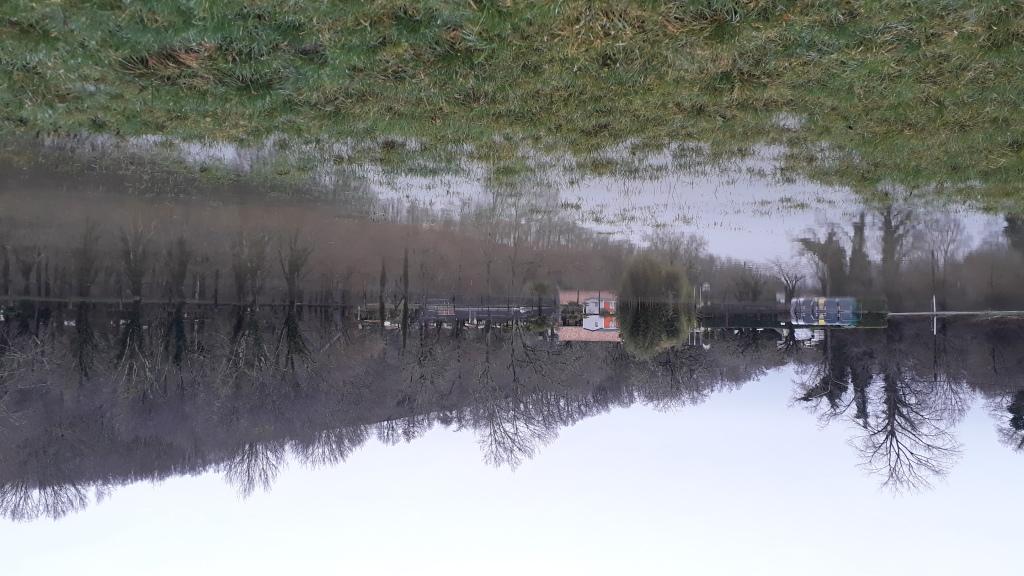 Inondation au Pont de Vic - Le camping les pieds dans l'eau
