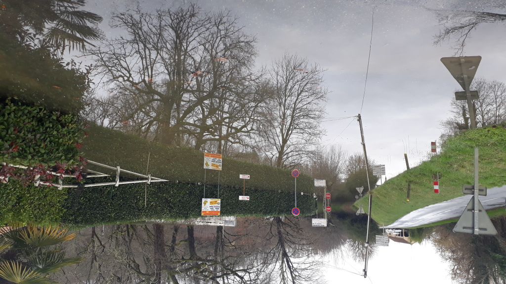 Le parking du Pont de Vic restera encore quelques jours sous l'eau